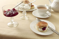 奶油色英国水平的茶 图库摄影