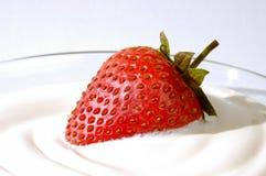 奶油色草莓 免版税库存照片