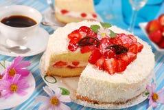 奶油色草莓torte鞭打了 免版税库存照片