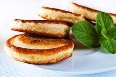 奶油色薄煎饼变酸 库存照片