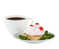 奶油色蛋糕用在一个白色茶碟的樱桃 库存图片