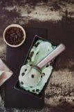 奶油色绿色冰茶 库存图片