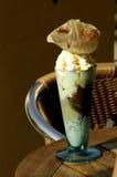 奶油被装饰的玻璃冰 库存图片