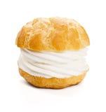 奶油饼或Profiterole在白色背景 免版税库存图片