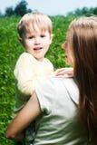 她小的母亲儿子年轻人 免版税库存图片