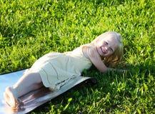 她愉快的夏天 库存图片