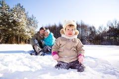 她父项小孩冬天 免版税图库摄影
