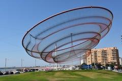她由珍妮特Echelman改变雕塑在环形交通枢纽在波尔图,葡萄牙 库存照片