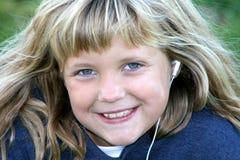 她的听的iPod 免版税库存图片