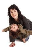 她的小母亲演奏儿子 免版税库存图片