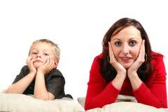 她的母亲儿子年轻人 免版税库存照片