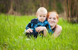 她的母亲儿子 免版税库存图片