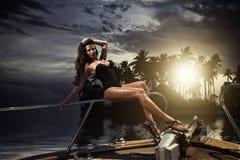 她的私有游艇的少妇 免版税图库摄影
