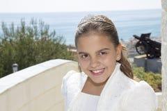 她的第一个圣餐的愉快的女孩 库存图片