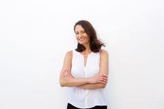 她的30s的微笑的妇女 免版税库存照片