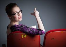 她30的可爱的白种人女孩在演播室射击了 图库摄影
