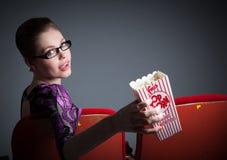她30的可爱的白种人女孩在演播室射击了 免版税库存照片