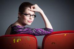 她30的可爱的白种人女孩在演播室射击了 免版税库存图片