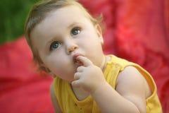 好奇的婴孩 库存图片