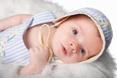 好奇的男婴 免版税图库摄影