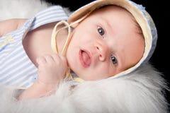 好奇的男婴 库存照片