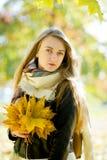好女孩的秋天画象 库存图片