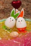 好淫加上在复活节的一个婴孩复活节彩蛋 免版税库存图片