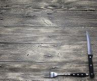 好用叉子创造餐馆菜单,咖啡馆酒吧,木和刀子 库存图片
