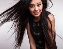年轻好的亚洲女孩姿势在演播室。 免版税图库摄影