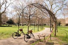 好的公园和放松这里 免版税库存照片