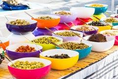 好的各种各样的橄榄色的盘 免版税库存图片