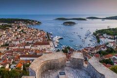 好的城市赫瓦尔岛在赫瓦尔岛海岛在克罗地亚 免版税图库摄影