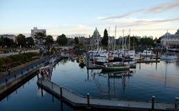 好的安静的日落在维多利亚市中心小游艇船坞, Brititsh Colum 库存图片