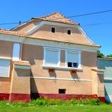 好的房子在撒克逊人的村庄Ungra,特兰西瓦尼亚,罗马尼亚 免版税图库摄影