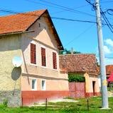 好的房子在撒克逊人的村庄Ungra,特兰西瓦尼亚,罗马尼亚 免版税库存照片