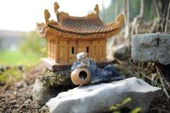 好的经典陶器建筑学在公园 免版税图库摄影