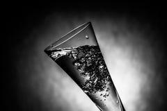 好的玻璃用水飞溅 免版税图库摄影