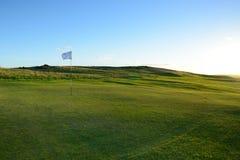 好的绿色高尔夫球场。 免版税库存照片
