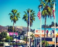 从好莱坞大道看的好莱坞标志 免版税库存照片