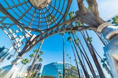 好莱坞眺望台的四个夫人从下面被看见 免版税库存照片