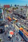 好莱坞/洛杉矶/California/USA - 07 19 2013年:从上面的看法在好莱坞大道交通 免版税库存图片