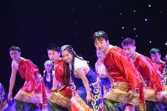 好运和幸福对你西藏人民间舞 库存图片
