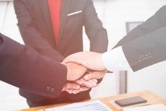好配合,工作场所战略,见面的商人谈论 免版税库存照片