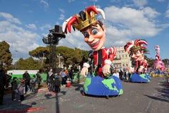 好,法国- 2月26 :尼斯狂欢节在法国海滨。这是里维埃拉的主要冬天事件。 库存照片