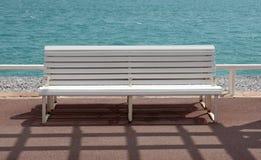 好-空的长凳 免版税图库摄影