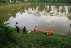 如何抓在孟加拉国惊人的传染性的鱼的大鱼  免版税库存图片