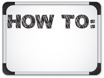 如何用粉笔写消息对书面的whiteboard 免版税库存照片