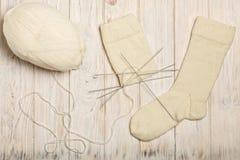 如何编织在五根针的袜子 照片6 库存图片