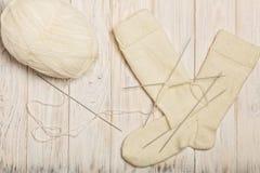 如何编织在五根针的袜子 照片8 免版税库存图片