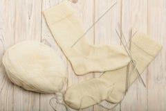 如何编织在五根针的袜子 照片12 免版税库存照片